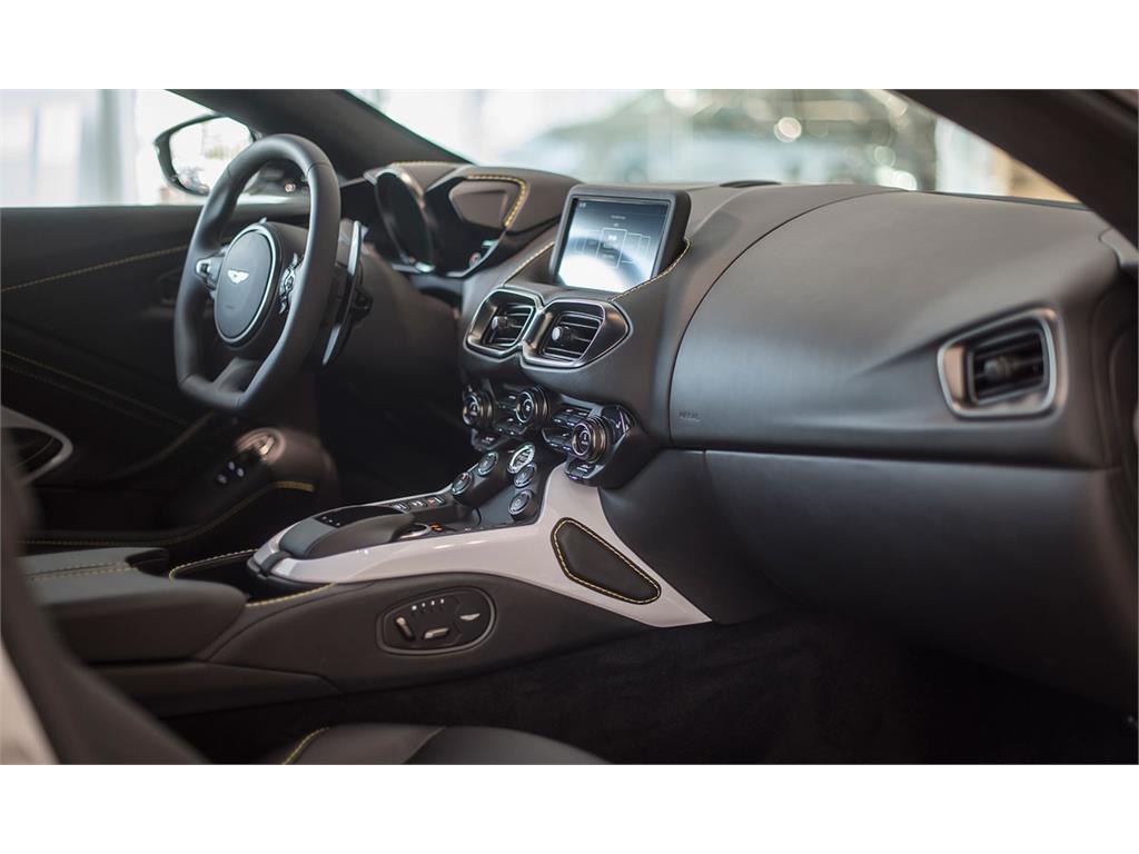 Aston Martin Vantage V8