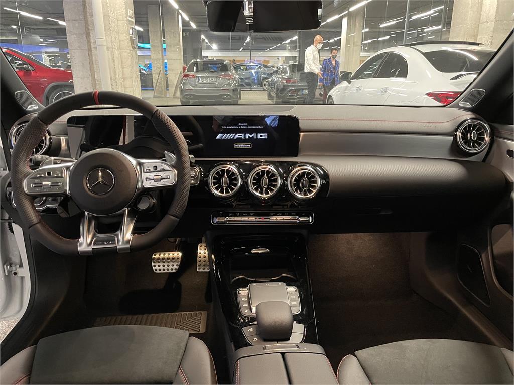 CLA Mercedes-AMG 35 4MATIC+ Shooting Bra-5149357