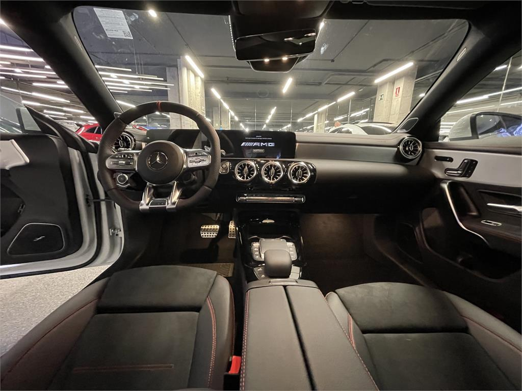 CLA Mercedes-AMG 35 4MATIC+ Shooting Bra-5149358